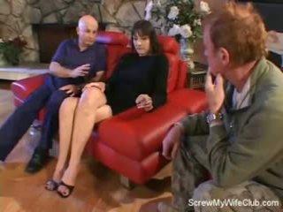Manželka screwed na a červený gauč