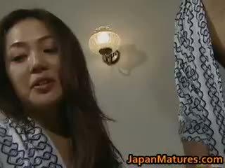 Збуджена японська зріла немовлята смокче part3