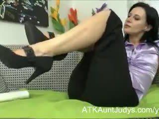 tüylü kedi, mastürbasyon, kadın iç çamaşırı