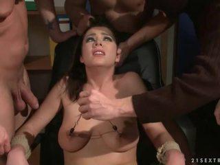 สาม guys punishing และ ร่วมเพศ a ทาส หญิง