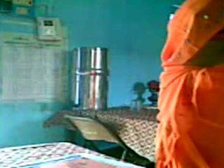 Krūtinga indiškas teta flashes jos didelis krūtys