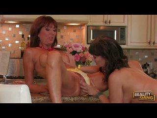 Lusty desi foxx rocks ji kuchyně s a lesbička actionion s ji girlally