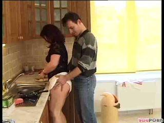 Brunetka miód gets a cooking lesson 1/5