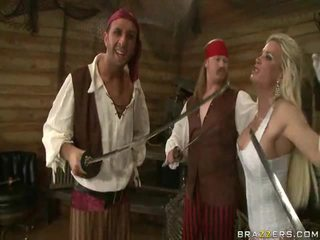 A kings wife down onto the pirates hiiglane liha sword