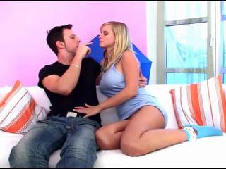 Szakadt kanapé szex