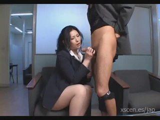 Chinami sakai japansk sekretær gives en hot blowjob
