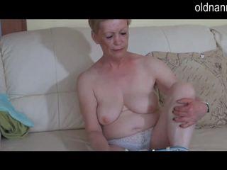 Solo lielas skaistas sievietes vecmāmiņa masturbate