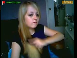 Teen show her pussy on MSN cam Video