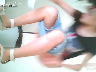 Китаянка дівчинки йти для toilet.10