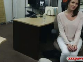 Sexy nevasta de casa stuffed de al naibii pawn guy în the camera din spate