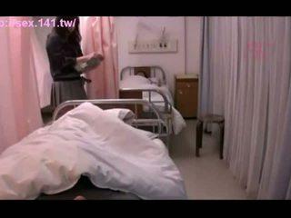 Seksualu japoniškas milf moans o being porked sunkus