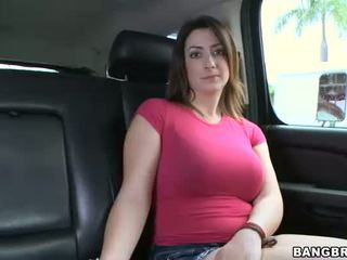 Gorgeous babe gives hot blowjob