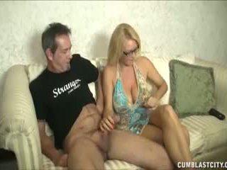 Huge-titted milf enjoys onaneerimine cocks