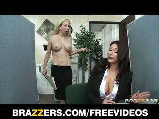 Brazzers - rousse milf tiffany mynx puni pour pauvres travail