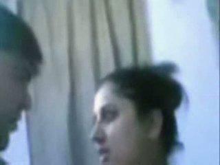 הידי בוגר זוג מזיין מאוד קשה ב חדר אמבטיה