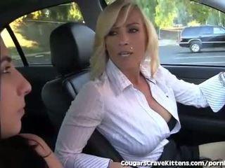 Tinedyer bikini modelo gets pinagsamantalahan by Mainit inang kaakit-akit lesbiyan