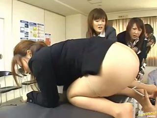 Azjatyckie nastolatka dziewczyny dać ich asses na anal seks