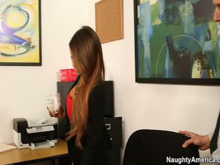 Oustanding jug chief madison ivy receives employee 香蕉 在 她的 辦公室