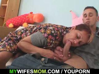 Żona catches go pieprzenie jej stary mama