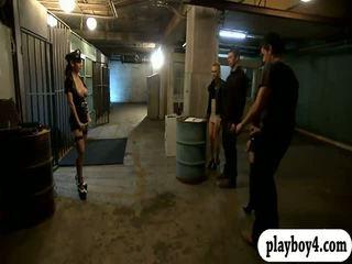 Two lusty donne quartetto in galera cella mentre il wardens watched