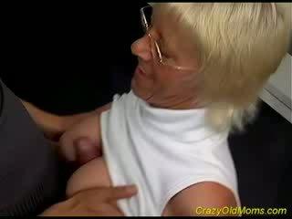 Vecs hottie enjoys mazulīte dzimumloceklis