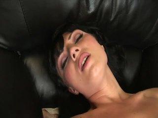 Ava rose masturbates me një i mirë i madh dildo