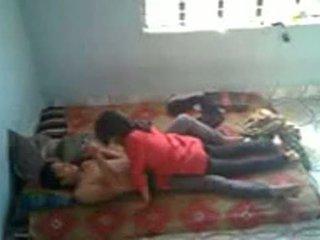 Bangladeshi zdravotní studentská s bf v mess (leaked)