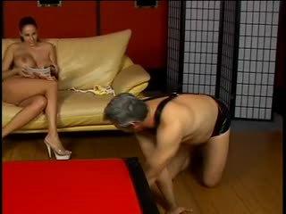 أقرن dude gets spanked بواسطة حار عشيقة gianna michaels