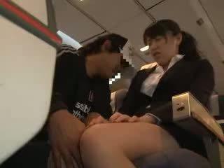 Ціпонька жінка обмацана і трахкав в a бізнес airliner