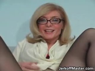 เซ็กซี่ แม่ผมอยากเอาคนแก่ nina hartley stripping