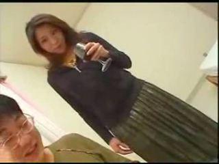 Japonesa mãe teaches filho english
