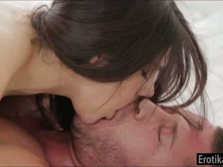 Грудаста valentina nappi enjoys wakeup секс