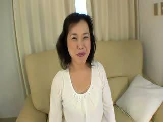 Velho oriental prostituta gets felled para cima em o sofás