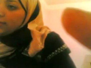 Arab 소녀 gets 엿 로 화이트 guy 살고있다 @ www.slutcamz.xyz