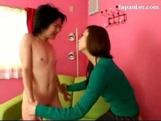 Asiatiskapojke flicka med nej tuttarna getting henne bröstvårtor tortured slapped till ansikte spit till mun