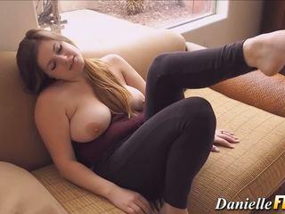 Solo naturally krūtinga mažutė, nemokamai krūtinga solo hd porno 77