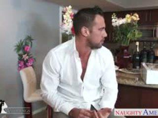 Rambut pirang hottie payton west gets facialized di sebuah pernikahan
