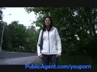Publicagent luca es pillada taking un piss en la calle