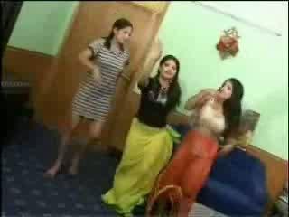 Meztelen arab lányok videó