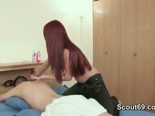 Step-sister съблазнявам брат към майната тя с масаж
