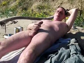 Lange slow schwanz zeigen auf öffentlich strand
