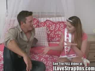 Brandon gets jo miela virgin šikna pakliuvom iki the strap apie princesė