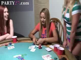 Kotě babes zkurvenej na pokerový noc