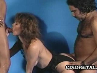 Aja retro laska fucked przez two throbbing dicks