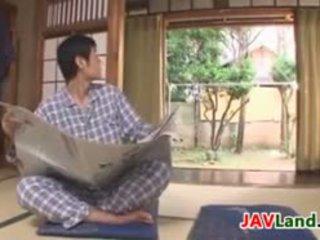 Sexy japonesa dona de casa com grande tetas