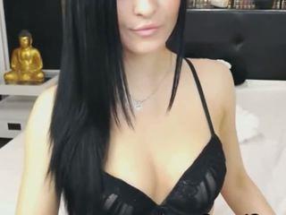 Beautiful Cam Babe Get Naked and Masturbate