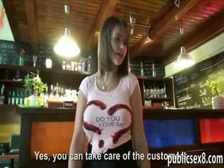 Europeo cameriera con grande poppe gets banged per extra soldi