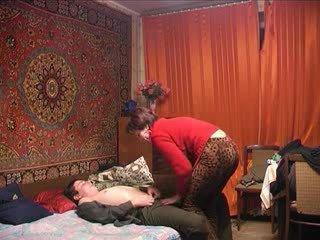Venäläinen läkkäämpi äiti ja hänen pojat! amatööri!