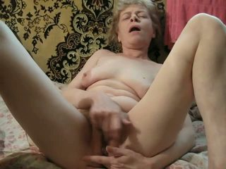 amateur mature playing hairy pussy