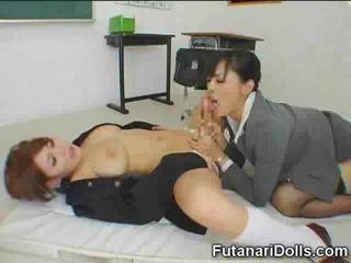 A chupar um futanari alunas